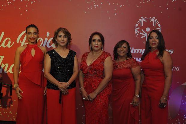 Mabel Rivero, Rosario Nicasio, Ingrid de Ramón, Marcia de Mejía e Isabel Pujols.