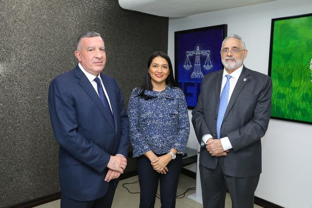 Ricardo Pellerano, Lucy Objío y Vitelio Mejía.