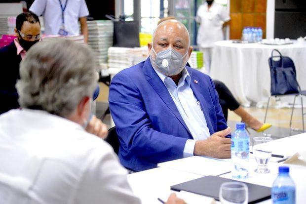 Roberto Fulcar reunido con Asociación de Instituciones Educativas Privadas.