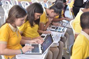 Minerd inicia entrega de casi 7 mil computadoras a estudiantes de Secundaria de la Regional 9 en Valverde.