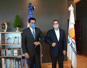 David Collado junto a ministro de Turismo, Francisco Javier García.