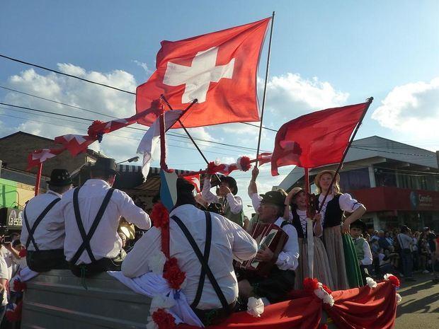 XXXIV Fiesta Nacional del Inmigrante desfile Colectividad Suiza.