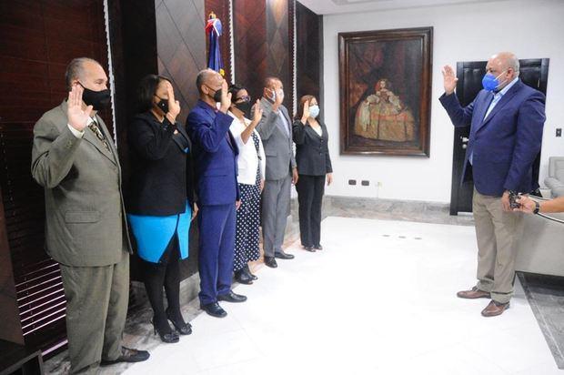 Ministro de Educación Roberto Fulcar juramenta nuevo gabinete ministerial