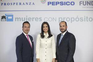 Constancio Salazar, líder de Unidad de Mercado de República Dominicana de PepsiCo, Judith Cury presidenta de Prosperanza y Héctor Cerna gerente de negocios de Fundes.