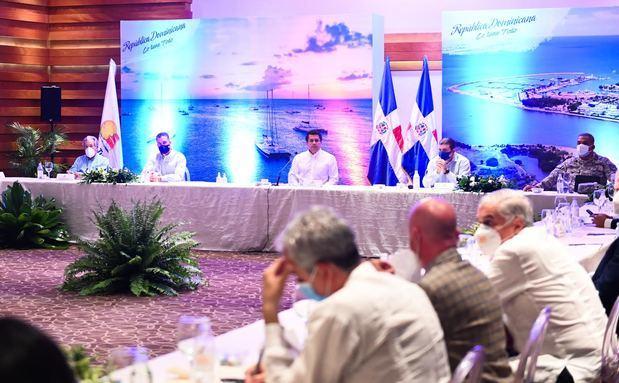 Ministro Collado encabeza reunión del Gabinete de Turismo para pasar balance situación del sector.