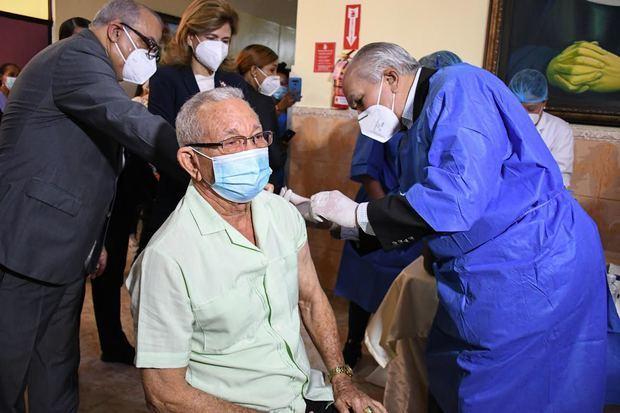 CONAPE inicia la primera jornada de vacunación en el Hogar de Ancianos San Francisco de Asís