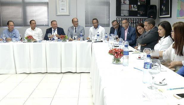 Ministro de Educación afirma programa de edificaciones escolares