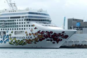 Vista de la decoración de estribor del crucero Norwegian Gem, de la compañía Norwegian Cruise.