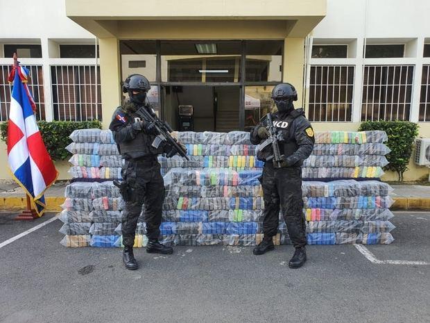 Decomisan 978 paquetes de presumible cocaína en Puerto Multimodal Caucedo