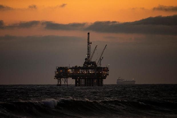 El petróleo de Texas cede 0,4 % por temor a un repunte de Covid-19 en EE.UU.