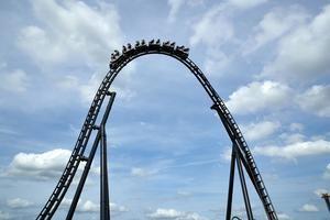 el VelociCoaster, la montaña rusa más 'intensa, rápida y alta' de Florida inspirada en la película Jurassic World.