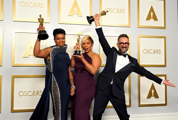 Algunos de los actores ganadores de la noche.