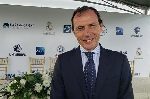 El director de Relaciones Institucionales del Real Madrid C. F., Emilio Butragueño, posa durante la inauguración de la nueva sede de la escuela de fútbol de la Fundación Real Madrid en República Dominicana, que estará ubicada en el nuevo campo de fútbol de Casa de Campo, en La Romana.