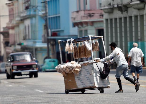 Cuba recibe ayuda humanitaria de Italia para combatir fuerte ola de covid-19