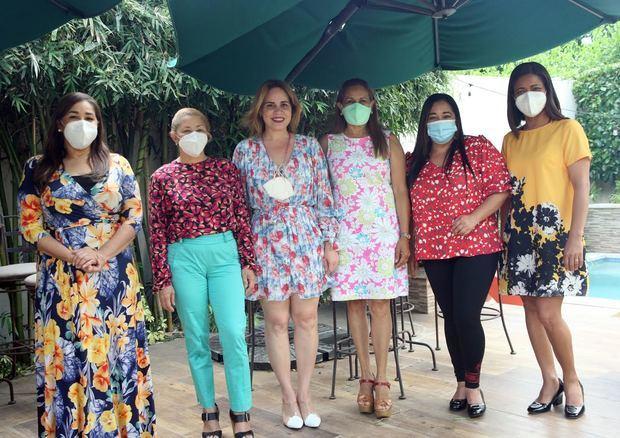 Las cronistas de Santiago: Grisbel Medina, Mercedes Guzmán, Brenda Sánchez, Yamira Taveras, Susana Veras y Wendy Almonte.