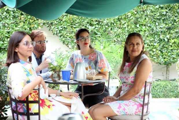 Claudine Nova, Juan Tomás, Denny Peralta y Yamira Taveras.