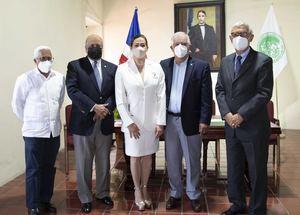 Miembros ADH y Julia Castillo, esposa del Dr. Wilfredo Lozano.