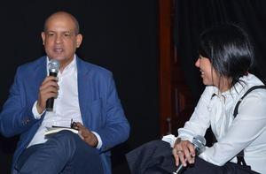 José Enrique Delmonte y Priscilla Velázquez durante el conversatorio.