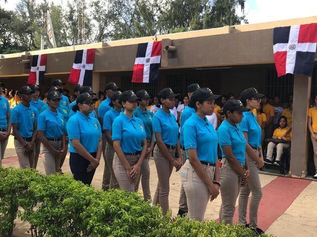 Programa del Servicio Militar Voluntario para estudiantes del Nivel Secundario, en el acto oficial de inicio de los entrenamientos celebrado en el referido centro educativo.