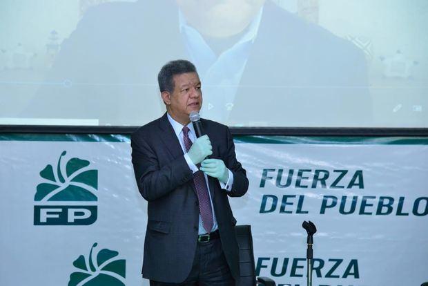 Leonel juramenta a exmiembros del PLD que pasaron a las filas de Fuerza del Pueblo