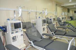 Hospital Padre Billini instala mamparas de bioseguridad en Unidad de Hemodiálisis.