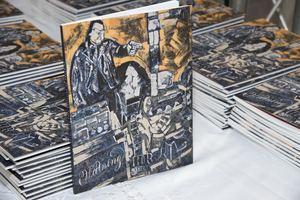Libro - catálogo 'Del Apocalipsis a la Luz', de la crítica de arte Marianne de Tolentino.