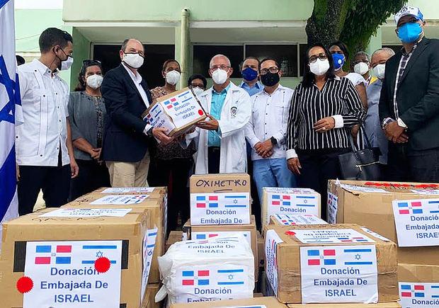 Embajador de Israel entrega donación insumos médicos contra Covid y alimentos en Hato Mayor