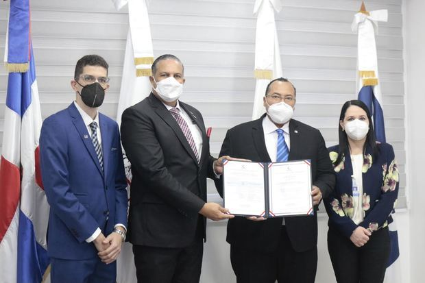ODAC entrega certificado de acreditación al INDOCAL