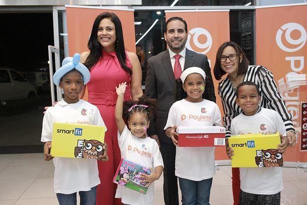 Denise Bernard, Eric González, Solanye Pineda, y los niños Erick Ribota, Keisha Martínez, Melinda Matos y Diony de la Cruz.