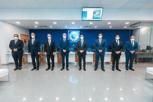 De izquierda a derecha, los señores Jorge Jana, José Mármol, René Grullón Finet, Alejandro Fernández W., Christopher Paniagua, Francisco Ramírez, Leonte Brea y José Hernández Caamaño.