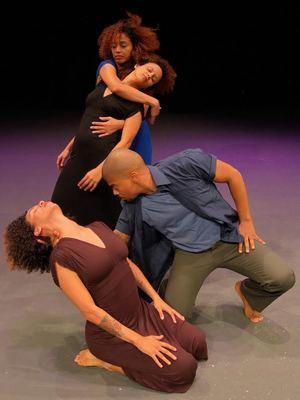 Destiempo bailarines Mildred Rubirosa, Patricia Ortega, Daymé del Toro, coreografa Maricarmen Rodríguez.