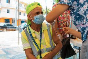 ADN inicia jornadas de vacunación en los barrios de la capital.