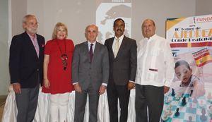 Peter Croes, Sonia Alfonso, el Embajador de España en RD Alejandro Abellán García de Diego, Aquiles Rodríguez, Presidente de FUNDAC y Fabio Herrera.