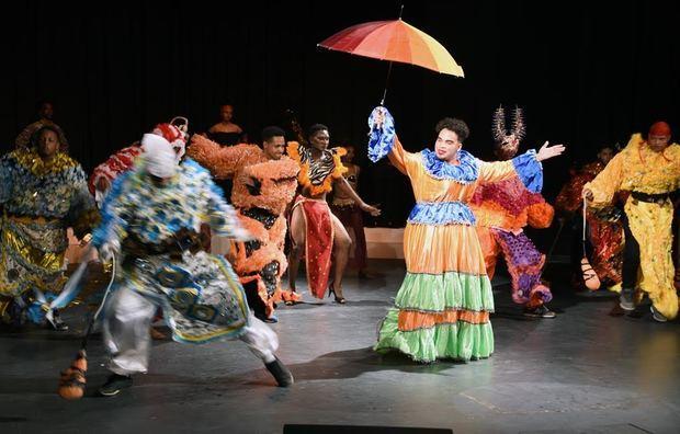 Durante el acto de inauguración, se presentó la obra teatral Los Diablos, que aborda las raíces del carnaval y de la identidad cultural dominicana.