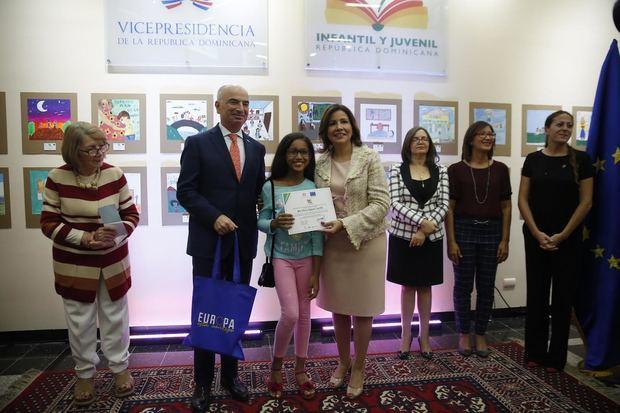 Vicepresidencia y Unión Europea premian niños y adolescentes que pintan sus derechos