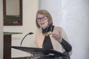 Marianne de Tolentino durante la presentación del libro catálogo 'Del Apocalipsis a la Luz', sobre la obra del artista HRSuriel.