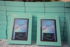 Altice dona 202 tabletas con internet para pacientes con COVID -19