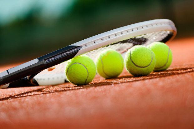 72 tenistas en cuarentena por positivos en vuelos.