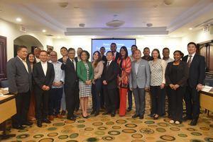 La delegación de Hunan, de China, junto a representantes de instituciones que participaron en el encuentro.