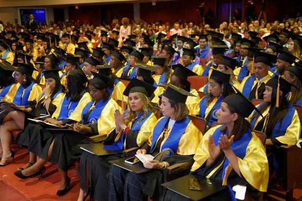 Nuevos profesionales de la 48 ava graduación UNIBE.
