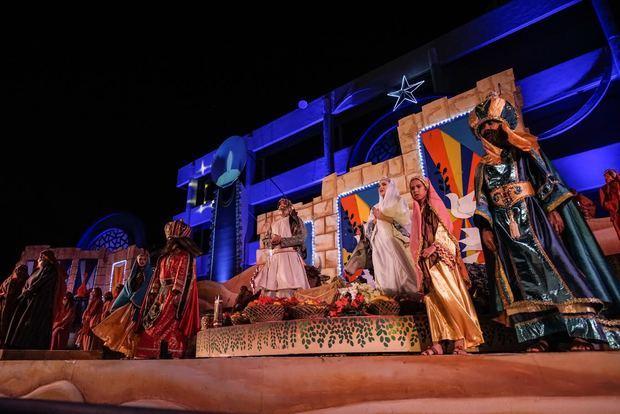 Más de 45 actores y 30 coristas intervienen en este espectáculo teatral y musical, que lleva representándose 28 años de forma ininterrumpida.