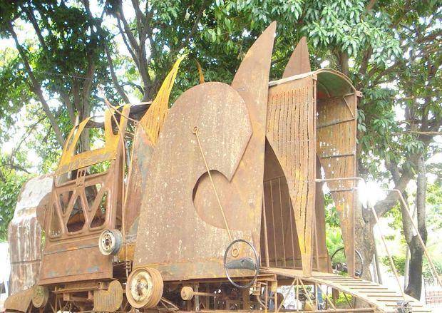 Obra de arte El Maquinotrón de Soucy Pellerano será restaurada en la misma Plaza de la Cultura