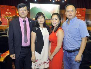 Darío Sang, presidente centro colonia, Rosa de Sang, Jenny Feng y Ricardo Ng.