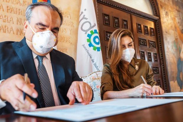 ADN y AIRD firman convenio para la recolección de botellitas plásticas