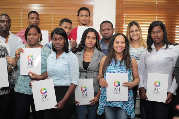 Ministerio Juventud anuncia convocatoria para becas nacionales