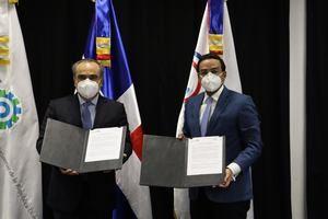 Marius de León Pérez, Director del CEI-RD, y Celso Juan Marranzini, presidente de la Asociación de Industrias de la República Dominicana (AIRD).