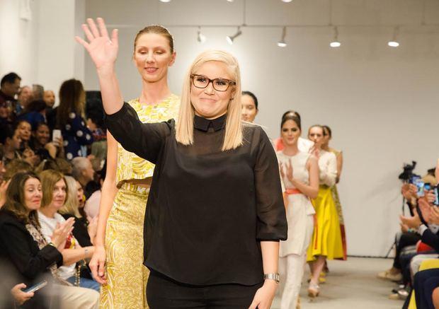 """Angie Polanco presenta la colección """"Líneas en el cielo"""" de la marca española Anhelébloom en la New York Fashion Week"""
