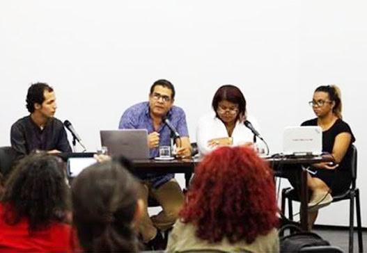 Claudio Rivera pone obra en circulación.