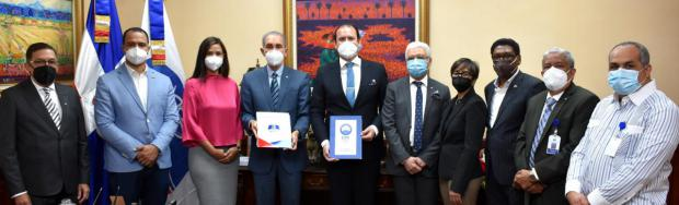MESCYT y CMI firman convenio para dotar de becas a estudiantes meritorios dominicanos