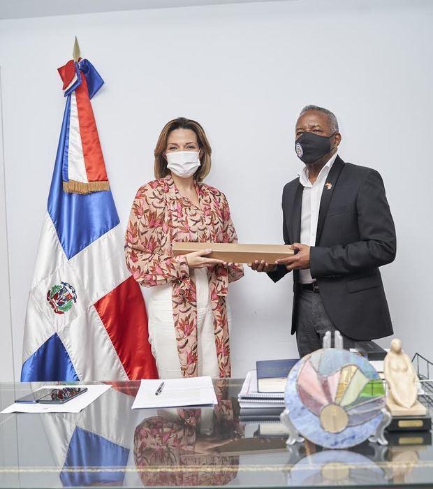 La Presidenta del Voluntariado Banreservas visita al Consulado de la República Dominicana en España